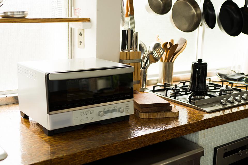 スチームとカーボンヒーターで食材の旨味を閉じ込めるオーブン